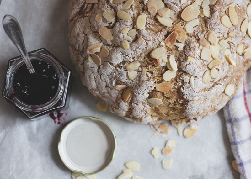 Soda bread with Almonds
