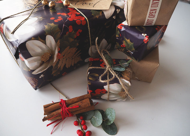 How to wrap Christmas presents, Bumpkin Betty