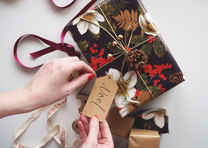 Tips for wrapping christmas presents, bumpkin betty