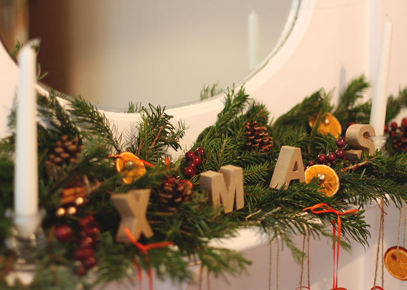 How to decorate your mantelpiece for Christmas, Bumpkin Betty