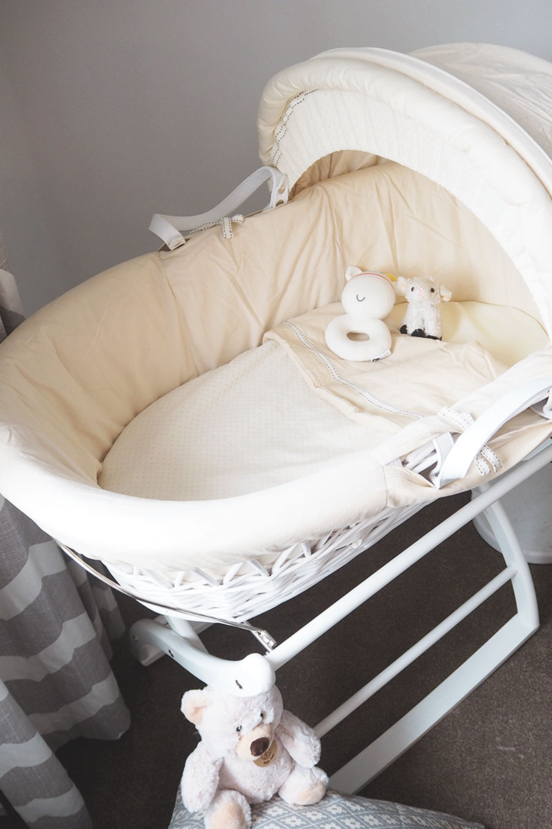 Izziwotnot white moses basket, Bumpkin Betty
